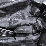 全損になった車は保険会社に引き上げられるの?